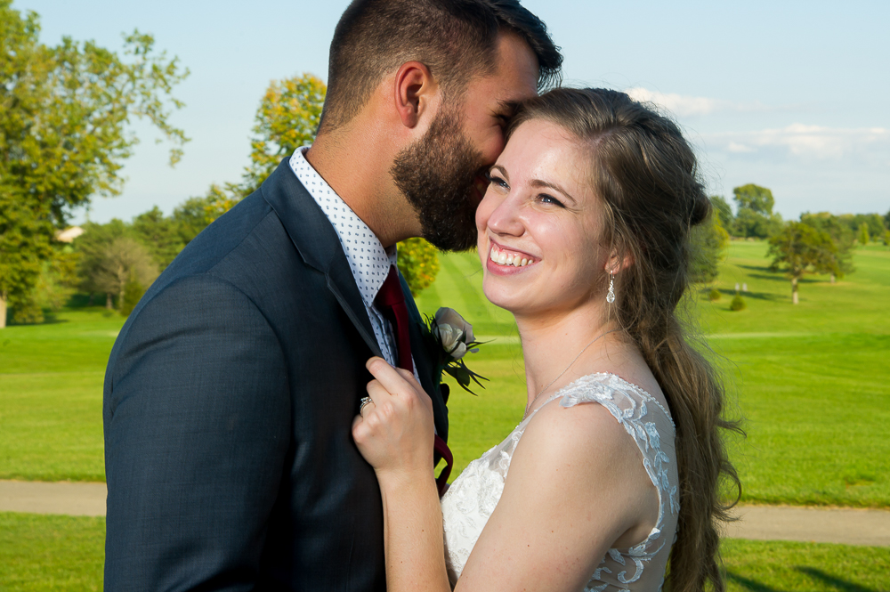 5-cincinnati-wedding-bride-groom-kiss-shelby-oaks.jpg