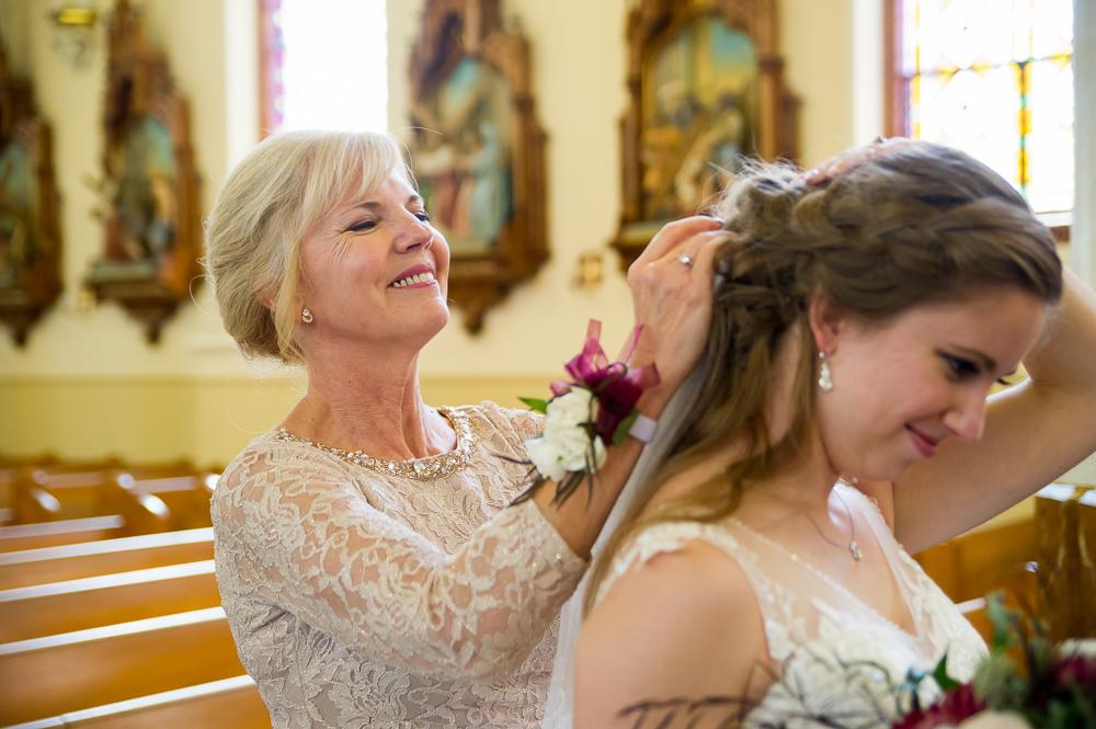 5-cincinnati-wedding-mother-bride-veil-holy-angels-catholic-church.jpg