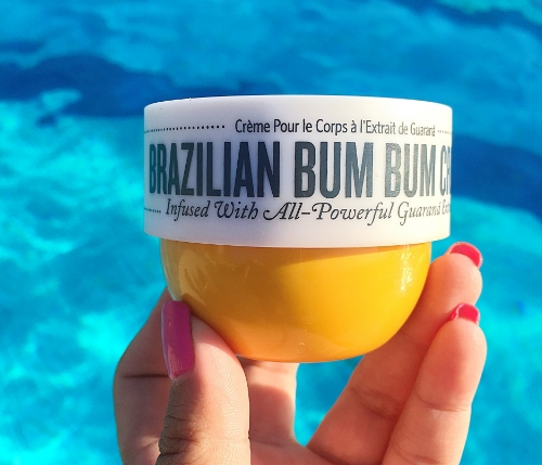 The Brazilian Bum Bum Cream by Sol De Janeiro smells absolutely amazing, is fast absorbing and contains an ingredient called gurana, a Native Amazonian plant whose fruit contains a potent form of caffeine. It kept my skin feeling hydrated all day long and I am now looking forward to picking up its full size counterpart!