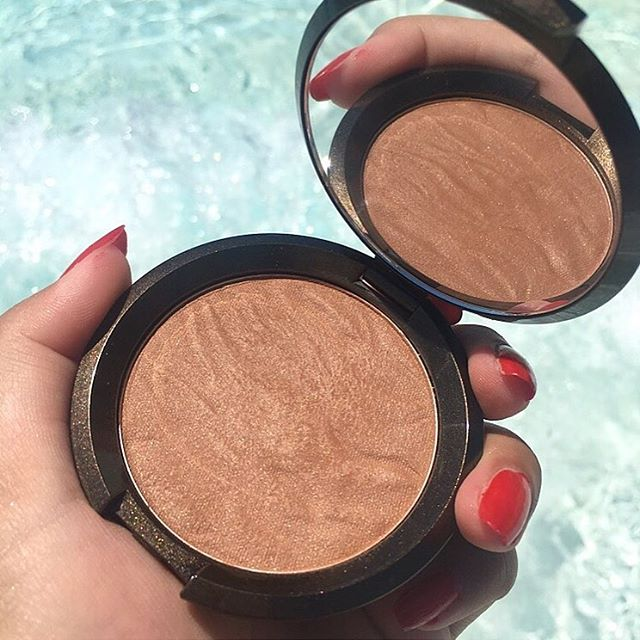 I've been reaching for this bronzer on the daily. I love the texture. It's super soft and blends into my skin so naturally for a healthy, bronzy glow. Today is the last day to get 25% off during their Friends & Family Sale on their site. Swatches on the blog. Link in bio. @beccacosmetics #beccabronze #sunlitbronzer #beccacosmetics #bronzedbondi #sale. . . . . . . #makeupmess #makeupobsessed #discoverunder100k #maquillage #makeupfanatic1 #hudabeauty #vegas_nay #l4l #like4like #wakeupandmakeup #lipstick #slaytheflatlay #fakeupfix #makeupoftheday #gaintrick #bblogger #igdaily #instabeauty #liveglam #beautyblogger #makeupmafia #recent #gainpost #makeupslaves #followtrain
