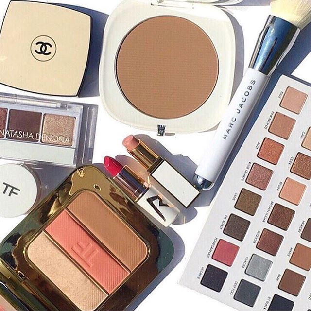 The @loraccosmetics palette is back @ultabeauty 🎉 White & Gold packaging always gives me the Summer feels ☀️🌴See anything you like?  Have a great day! #tomfordbeauty #marcbeauty #lorac #maccosmetics #chanelbeauty #loracpro3 . . . . . #makeupmess #makeupobsessed #discoverunder100k #maquillage #makeupfanatic1 #hudabeauty #l4l #like4like #wakeupandmakeup #lipstick #slaytheflatlay #fakeupfix #makeeupoftheday #gaintrick #bblogger #igdaily #liveglam #beautyblogger #makeupmafia #recent #followtrain #gainpost #slave2beauty to @marcbeauty @tomford @maccosmetics @chanelofficial @natashadenona . . . . . #makeupmess #makeupobsessed #discoverunder100k #maquillage #makeupfanatic1 #hudabeauty #l4l #like4like #wakeupandmakeup #lipstick #slaytheflatlay #fakeupfix #makeeupoftheday #gaintrick #bblogger #igdaily #liveglam #beautyblogger  #recent #followtrain #gainpost #slave2beauty