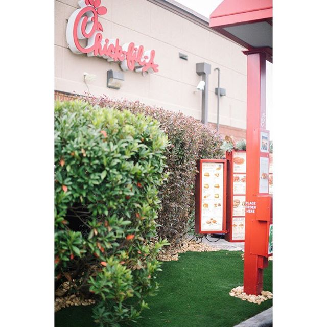 @chickfila is looking good with that @synlawn! Thank you for being the first ever drive-thru with SYNLawn. It looks green and perfect! @jessifieldphoto #gulfcoastsynlawn #syntheticlandscape #pensacolalandscape #pensacolasynlawn #upsideofflorida #synlawn #syntheticlawn #syntheticturf #s#syntheticlandscape #pensacolasynlawn #pensacolalandscape #gulfcoastlandscape #gulfcoastsynlawn #astrotuff