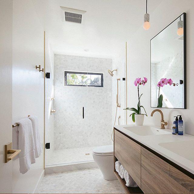 #beforeandafter of the Master Bathroom at Surf View. #comingsoon #forsale #santabarbara #california #realestate #remodel #renovation #modernranch #sb2design #bathroomsofinstagram @bathrooms_of_insta 📷 @erinfeinblatt