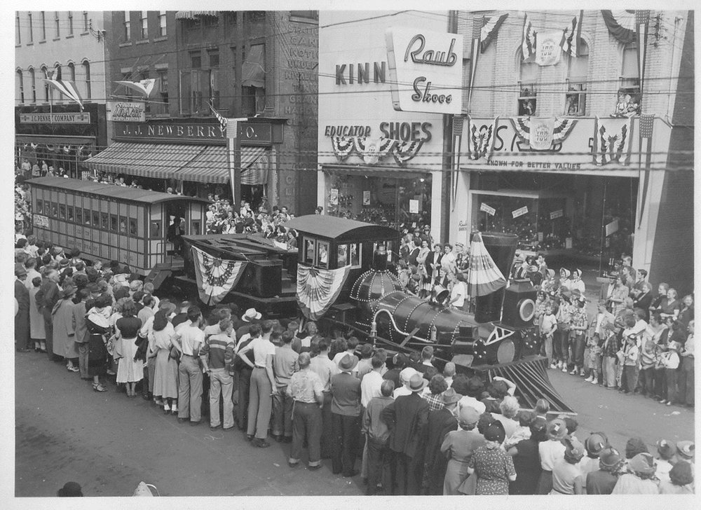 1951 Parade.jpg