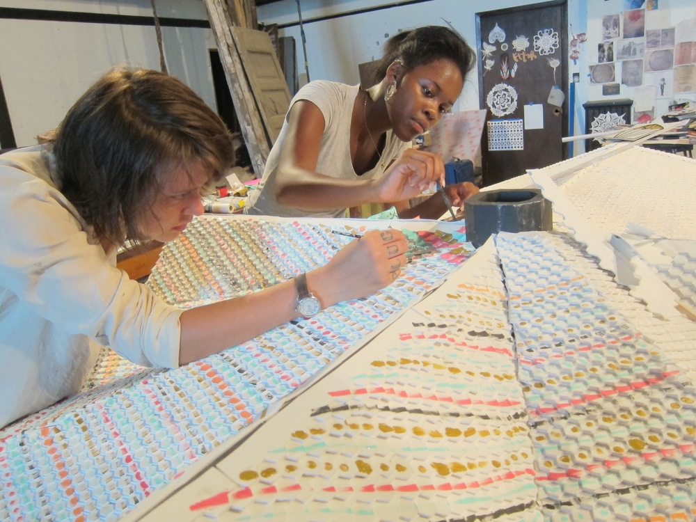Students work on the mosaic, which is inspired by St. Stephen's Cathedral. ( photo : Heliotrope Foundation)