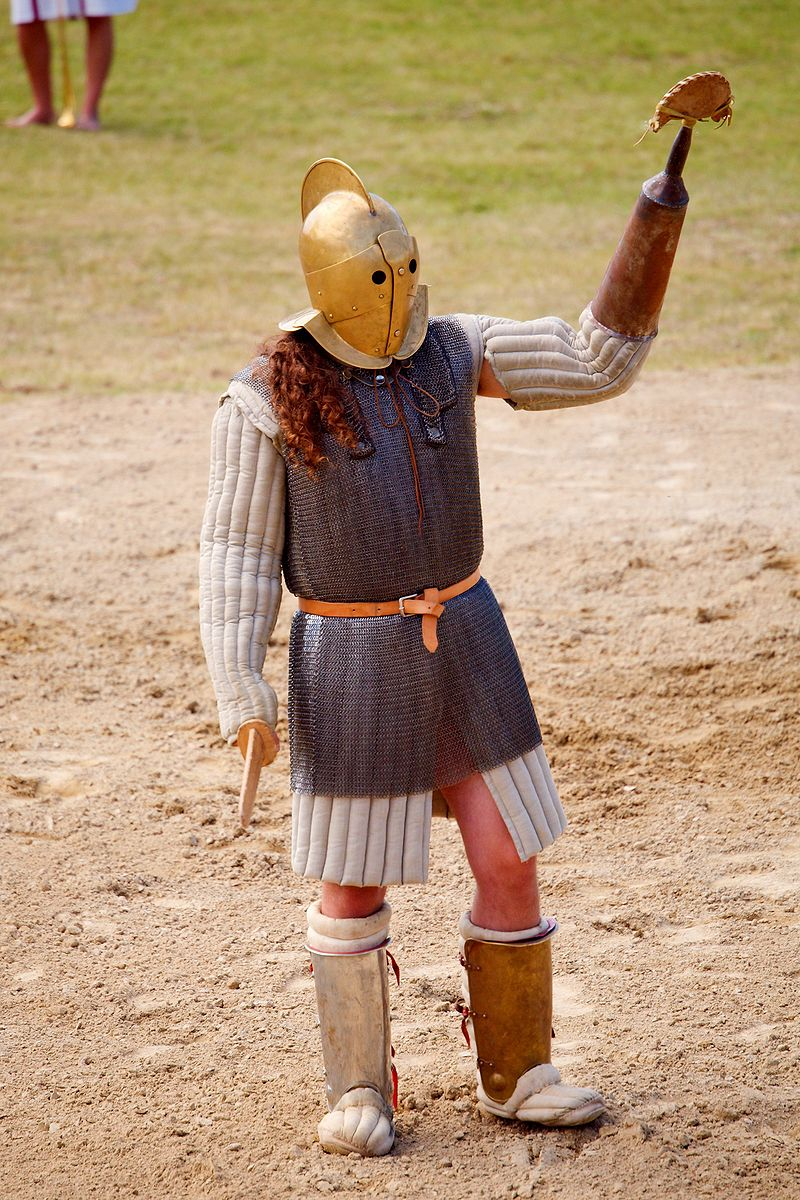 A modern reenactment representing a scissor/arbelas gladiator. By Wikipedia User:MatthiasKabel - Own work, CC BY 2.5, https://commons.wikimedia.org/w/index.php?curid=2326860