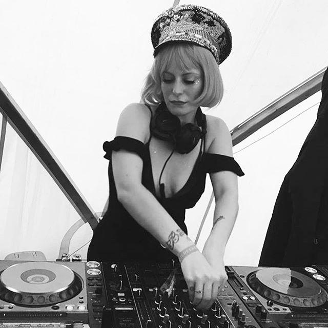 #Repost @karistocat ・・・ Spinning for @saucedjsldn for @veuveclicquot at #wildernessfestival #djlife #djing #djbooth #inthemix #festivalfashion #festivaldj #festivallife #partyvibes 💕❤️💥🥂