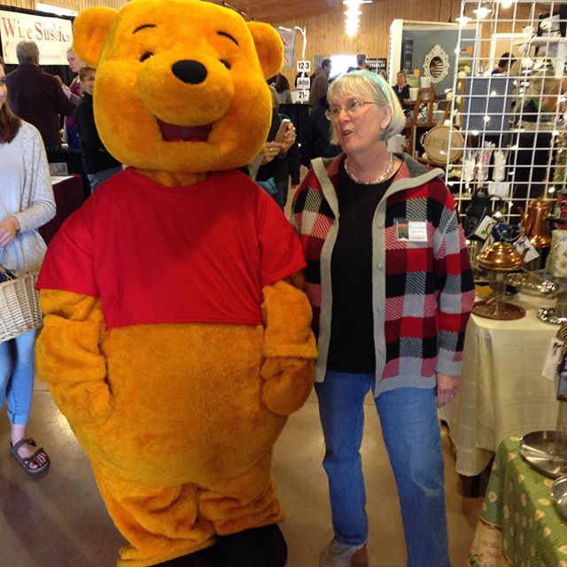 Queen talking Pooh Bear into buying a feeder.