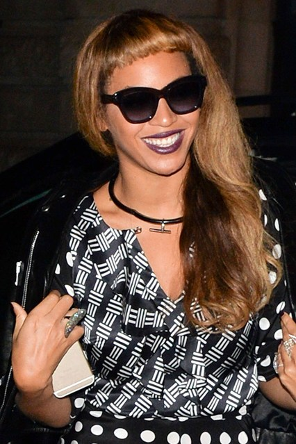 Beyonce-and-Jay-Z-_glamour_16sep14_rex_b_426x639.jpg