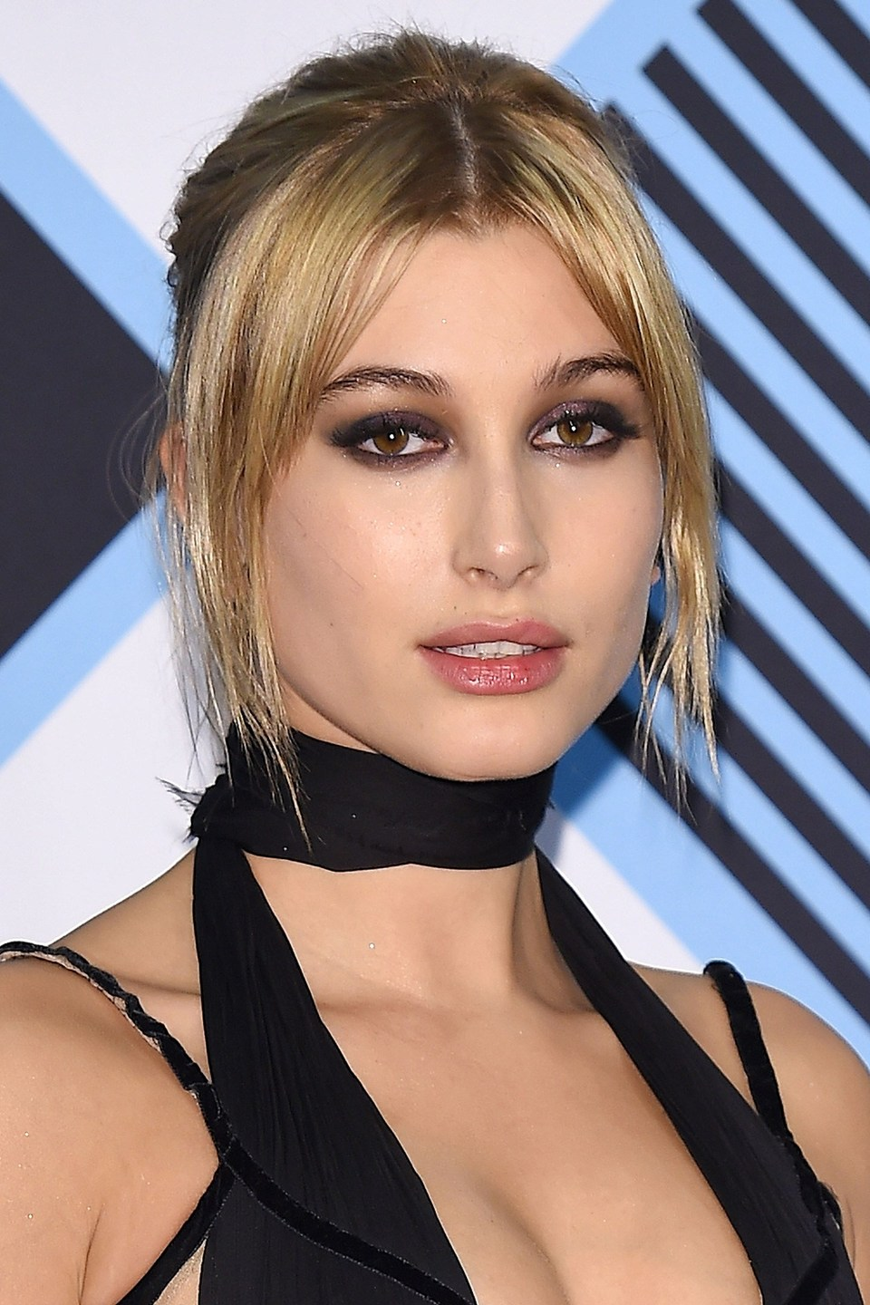 Hailey Baldwin looks super '90's with a centre parting and smokey eye and nude eye combo.