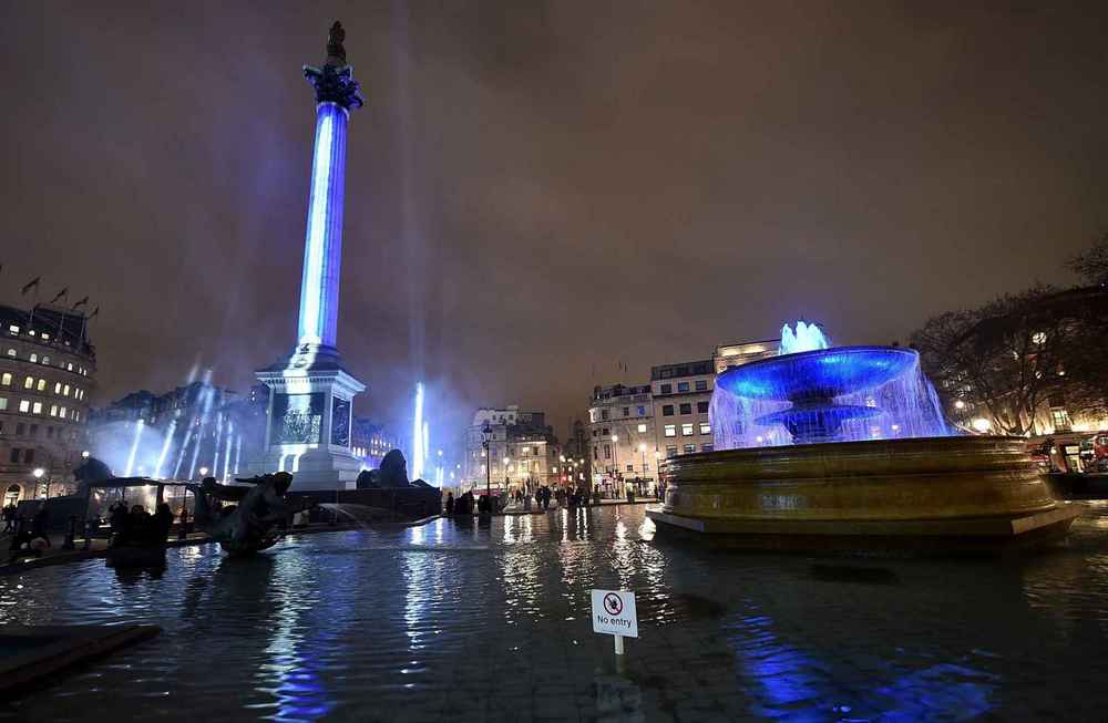 Nelson's column was transformed into a giant lightsaber for the evening, it cost Disney £24,000 to hire Trafalgar Square and to light up the 170-foot monument.