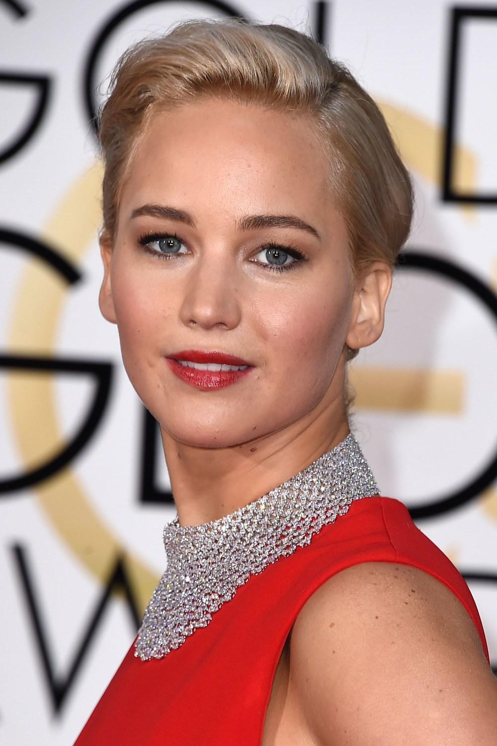 Our fave total babe, Jennifer Lawrence, wore her hair swept into a low chignon, whilst the focus of her make-up look was bold red lips to match her Dior dress.