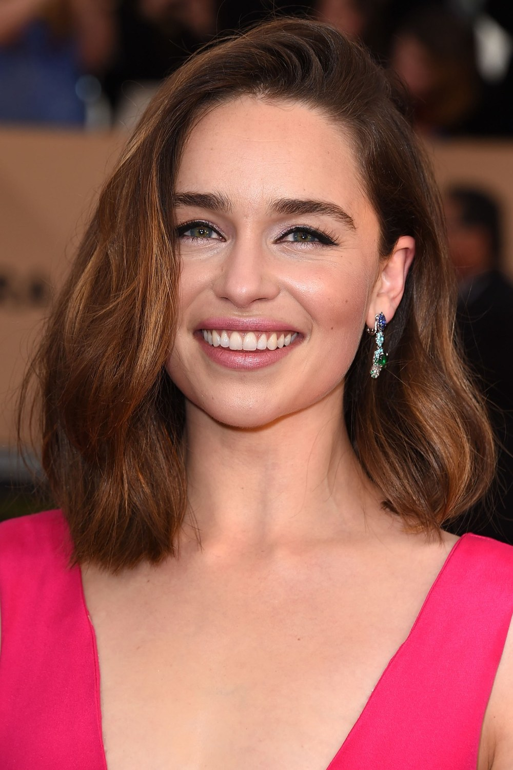 Emilia Clarke kept it simple with a little liquid liner, some soft-toned lipstick and eyeshadow and Bambi-like lashes made for a pretty red-carpet look for Emilia Clarke, whilst a tousled long bob felt like the perfect hairstyle when casually swept over to one side.