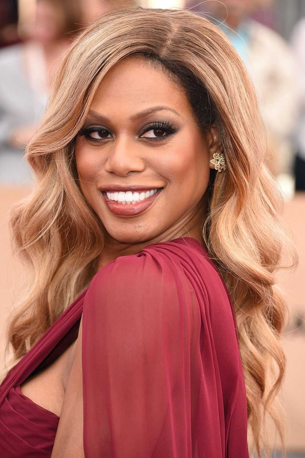 Laverne looked f***ing STUNNING. The feline extended eye make-up, the perfect nude lipstick and the tumbling waterfall curls, Laverne Cox has that Beyoncé red-carpet glamour down to a T, but worn in her own inimitable way. Extra points for the flattering flash of gold shadow at the inner corners of the eyes.