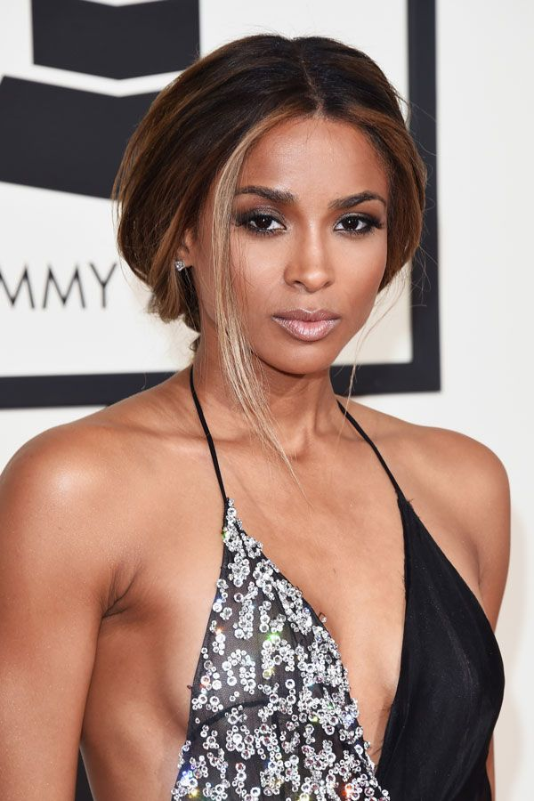 Ciara's look was the epitome of effortless glamour - LOVE the pairing of a loose ponytail with a sultry smokey eye and nude lip - so chic and minimal.