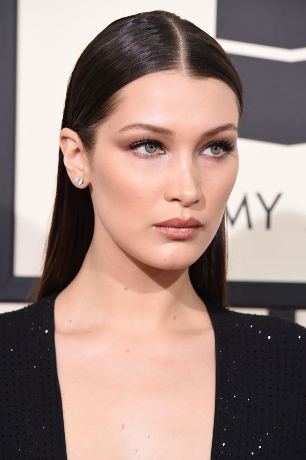Gigi Hadid took a break from NYFW to grace us with her gorgeousness on the Grammys red carpet and she looks like she just stepped off the runway. Her sleek wet-look hair, her soft smoky eye, and killer cheekbones just scream supermodel.