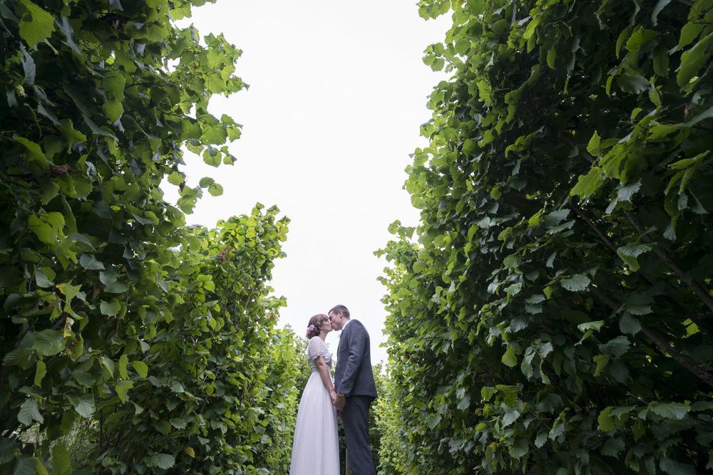 23-fun-grittenham-barn-wedding.jpg
