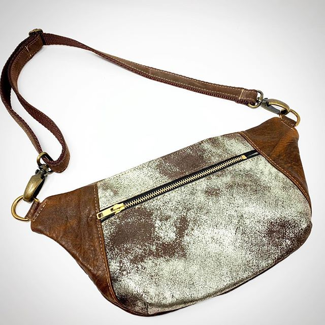 New hip bag style! These are fun to make! #recyledleather #indianaartisanmarketplace #indianaoriginals #fannypack