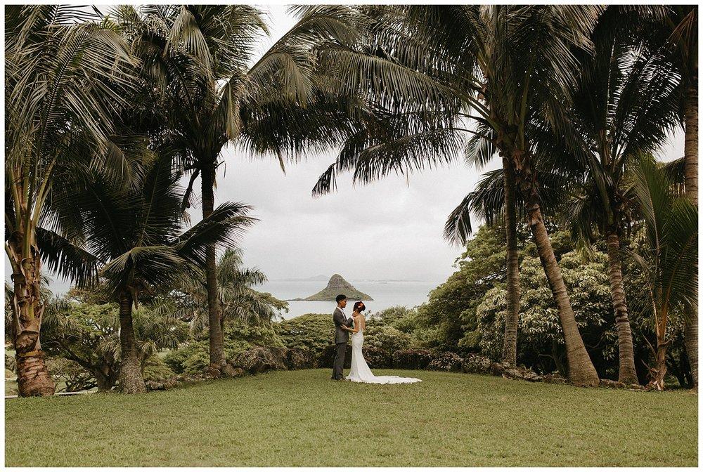 KualoaRanchOahuHawaiiDestinationWedding_DestinationWeddingPhotographer_OnthetimesPhoto_0022.jpg