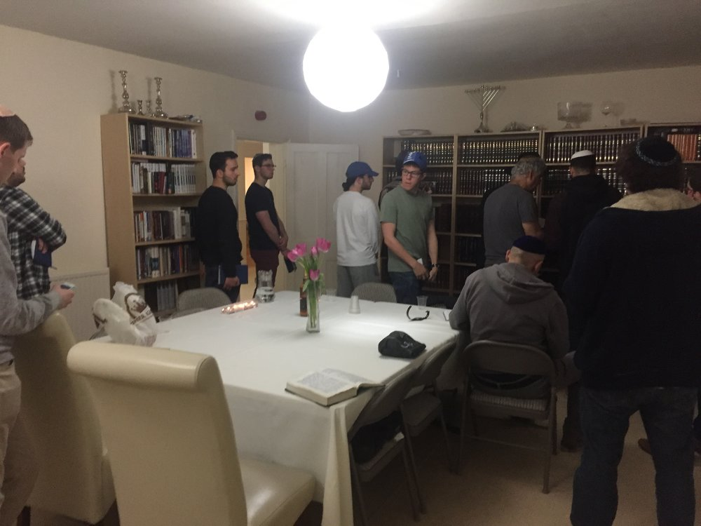 Students Make the Minyan!