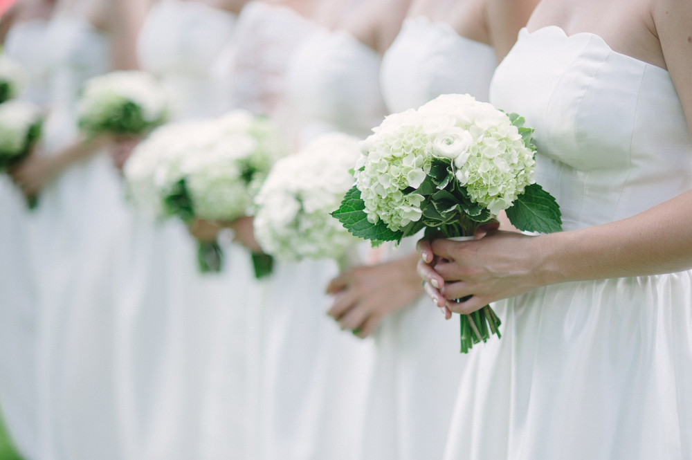 Simple bridesmaids bouquets inspiration