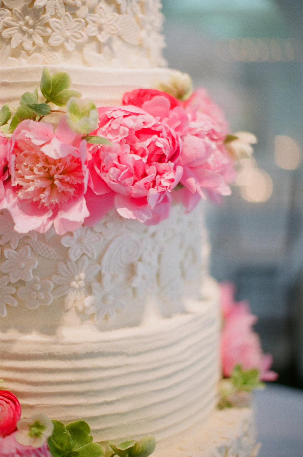 wedding-cake-sugar-flower-detail-greg-boulus-events-augusta-georgia