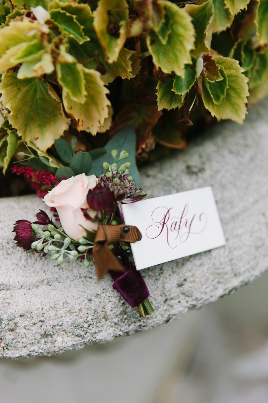 groom boutonniere_velvet ribbon