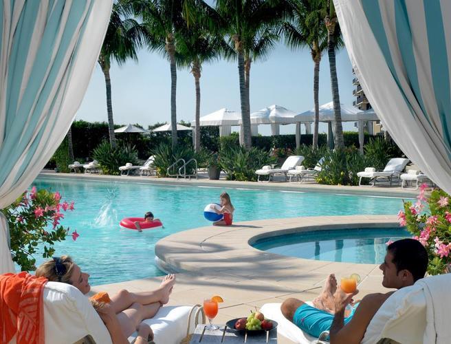 Four Seasons Hotel Miami Pool.jpg