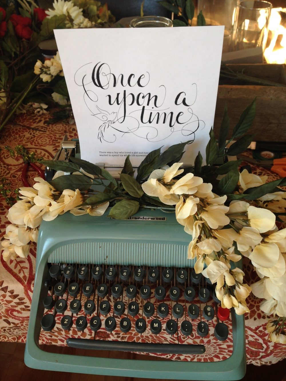 Vintage Type Writer  with Customized Message $25/Day