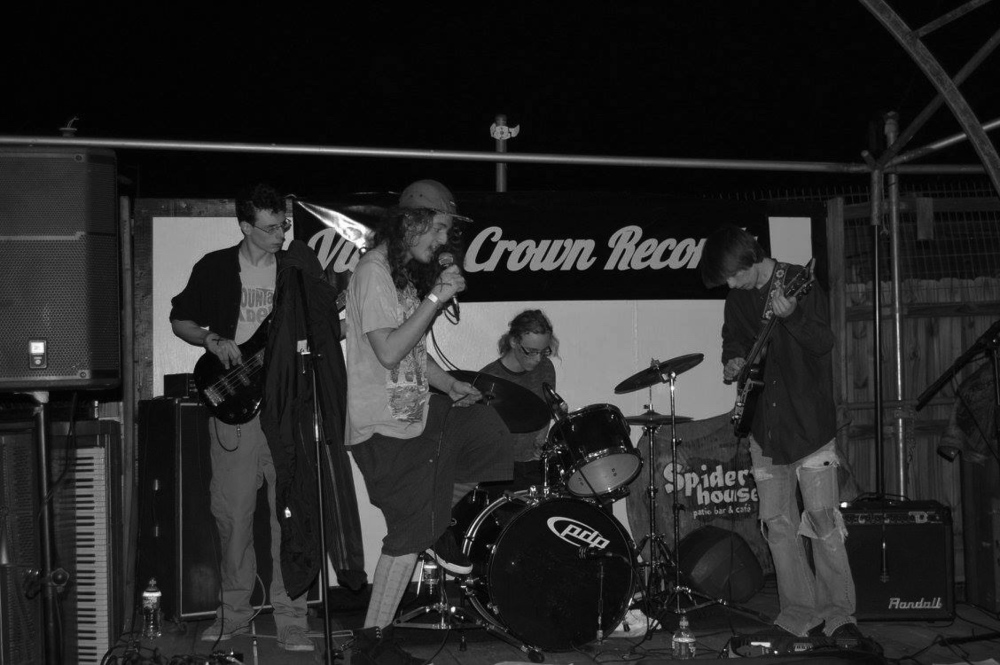 """Formed at the corner of Wild and Payne, Headworm is informally a punk outfit with branches in doom, funk, thrash, and ska. """"We really play whatever the fuck we want to."""" Jamming since they were in middle school, Matt Ferguson (guitar), Nate Sanford (drums), Rowan Smoot (bass), and Noah Wilson (vox), formed Headworm with hopes to melt some faces and burst some eardrums."""