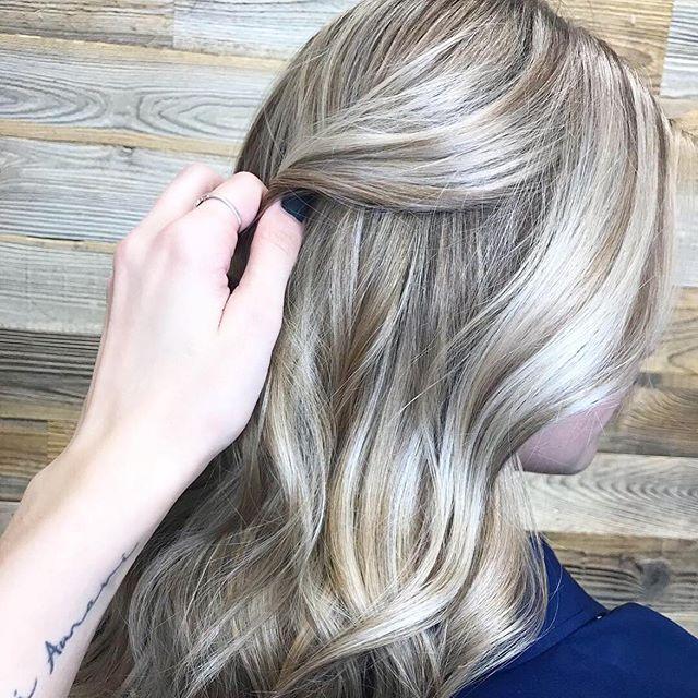 gimme those blonde dimensions babayyyyy ☀️ @kimzhair at @sagebeautybar . . . . . #sagebeautybar #blonde #yxe #blonde #yxeblonde #yxesalon #bestofyxe #btc #redkencolor #saskatoon #saskatoonstylist #redkenobsessed #oribeobsessed #blondebombshell #yxestylist #summitsalonservices @summitsalonservices @thesummitsocial