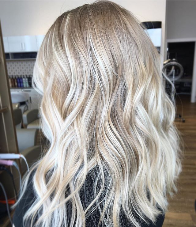 Bright & Blonde for spring 💐  Swipe to see the before!! ❤️ @hairbyrachellexo at @sagebeautybar  Book in online at sagebeauty.ca for your own fresh spring look! . . . . . #sagebeautybar #yxe #yxehair #yxestylist #306 #306hair #bestofyxe #saskatoon #ighair #redken #summitsalonservices #loveyourhair #platinum #blondebombshell #brightblonde @redken @summitsalonservices @thesummitsocial #redkenobsessed #oribeobsessed