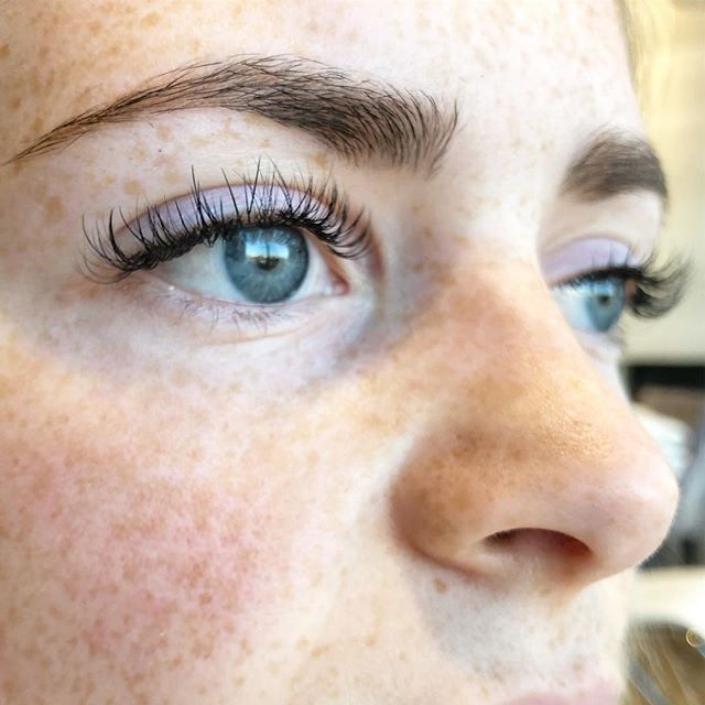 mix of half classic, half volume lashes by @sagebeautybystacey at @sagebeautybar ☺️☺️ . . . . . #sagebeautybar #lashextensions #lashes #loveyourlashes #yxe #bestofyxe #saskatoon #306lashes #xtremelashes @xtremelashes.canada #lashbabe #classic #hybridset