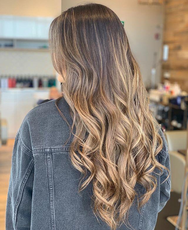 just giving your hair that subtle glow!!✨✨✨ gorgeous balayage by @macymatiko at @sagebeautybar . . . . . #sagebeautybar #summitsalonservices #yxe #yxehair #btc #redken #redkencolor #yxesalon #bestofyxe #saskatoon #yxestylist #saskatoonhair #oribeobsessed #freehand #balayage @mastersofbalayage @redken @summitsalonservices @thesummitsocial #redkenobsessed