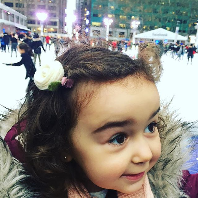 Someone found her happy place 😍#madamiosellebow #bryantpark #nyckids #LilyBrooklyn #bohobaby #babybows #holidaygifts