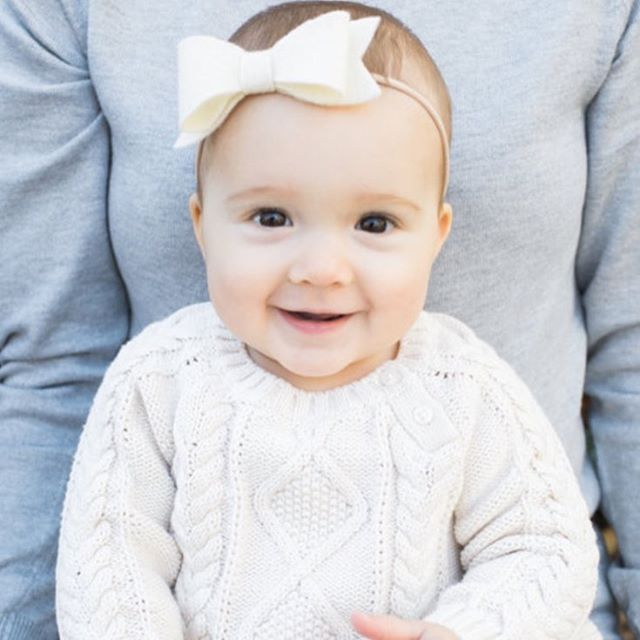 Our sweetheart bow on the sweetest little girl. Perfection! #babybows #holidayswag #sweetheartbow #holidaygifts #babyaccesories