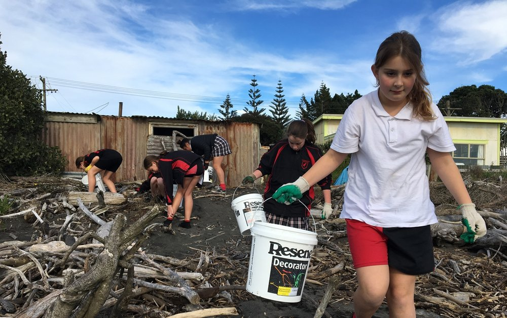 Manukorihi students cleaning up Waitara beach.