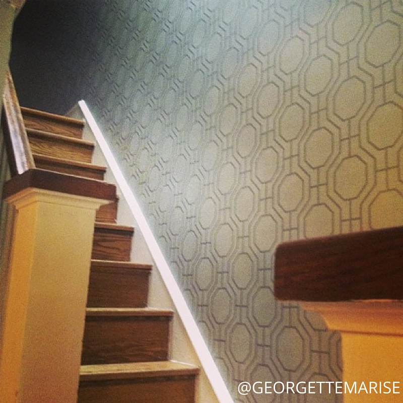 I USED A GEOMETRIC WALLPAPER TO ADD PATTERN AND VISUAL INTEREST TO THIS LONG STAIRCASE/HALLWAY WALL.