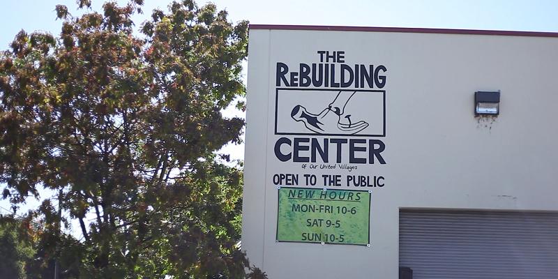 シンク、ドア、窓、木材などの資材、  廃材を集めて、リサイクルする。コミュニティづくりのNPOとして長年地域に根ざしてきたリビルディングセンター。最近、長野の諏訪にもリビルディングセンター ジャパンがオープンしましたが、彼らのカルチャーにも影響を与えています。
