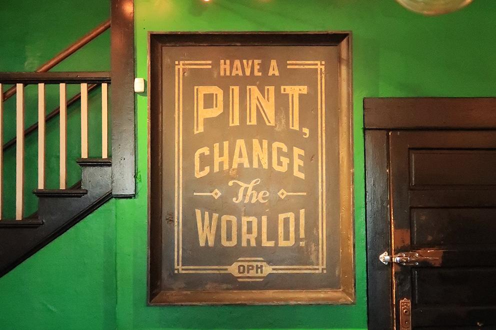 """""""Have a pint, change the world!""""(一杯のビールで世界を変えよう!)が合言葉。"""