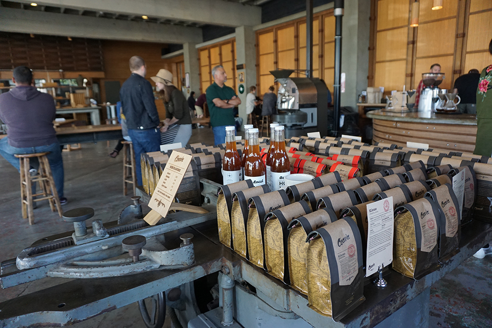ポートランドでも地元の人たちに愛され、少しずつ規模を広げているサードウェーブコーヒーの代表店の一つ「コアバコーヒーロースターズ」。コーヒー本来の(豆の)味を追求しつつ、サステイナブルな運営を行っている、まさにリアルなサードウェーブコーヒー。