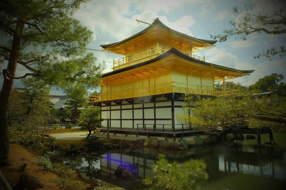 冬の光景の金閣寺