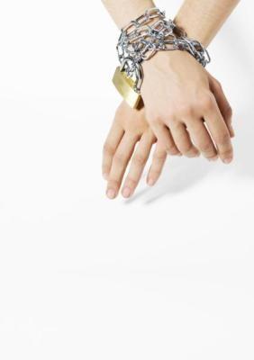 manos encadenadas