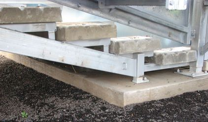 Precast steps in a loading ramp race