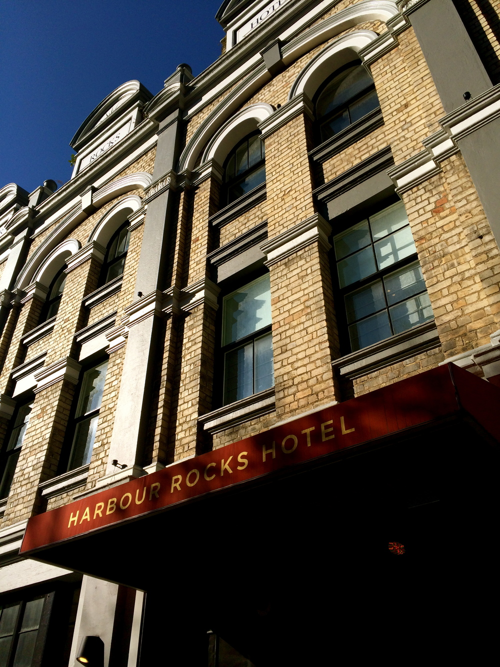 ◆ Harbour Rocks Hotel