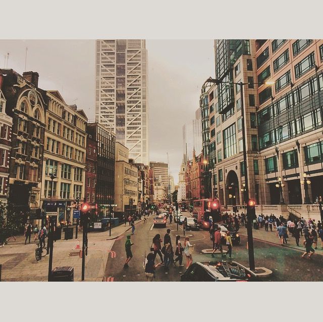 ◆ London streets by Liverpool Station