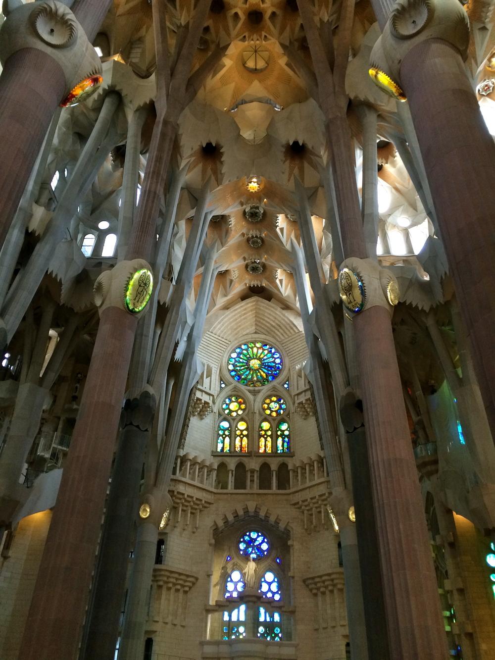 ◆ Inside La Sagrada Familia