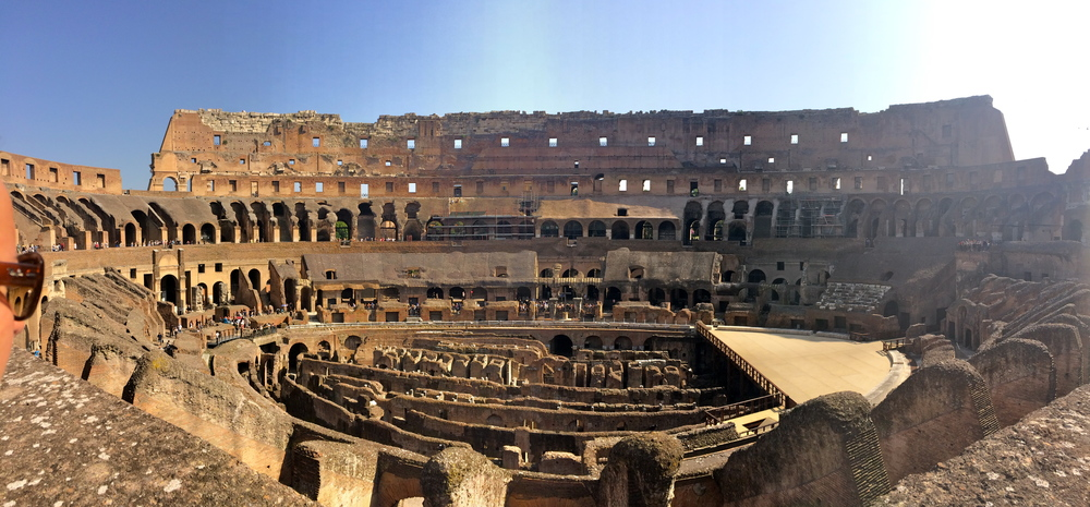 ◆ Colosseum from opposite side (ft tourists)
