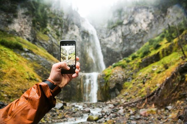 Adventure has no season. . . . . . . . . . #iphone #pnw #canon #waterfalls #cometfalls #pnwonderland #upperleftusa #handmodel #outbound #neverstopexploring