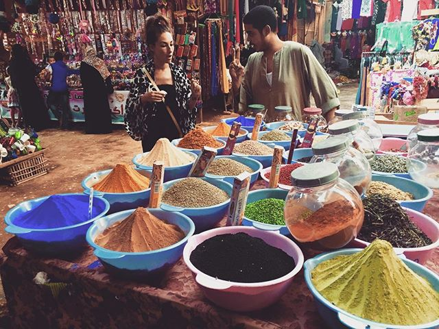 A little negotiation at the spice market.  Luxor.  Egypt.  @lbrown44 #spices #luxor #indigo #saffron #market #bazaar #spicemarket #egypt #travel #africa